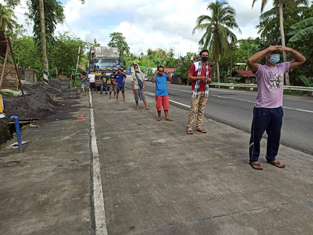 Muling pumunta sa Alobo, Daraga at Putiao, Sorsogon ang Ako Bicol Party-list upang dagdagan ang ipinamahaging food packs sa mga stranded na cargo truck drivers at pahinanteng patungong Visayas at Mindanao.