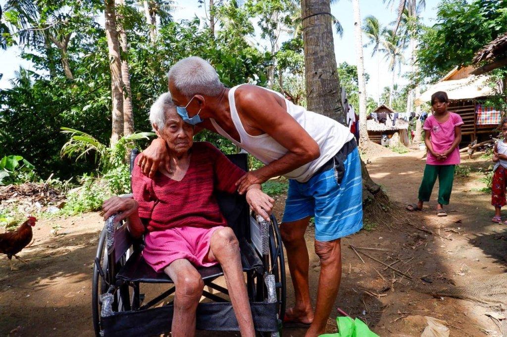 Tuluy-tuloy ang pamamahagi ng Ako Bicol Party-list ng mga wheelchairs para sa ating mga kababayang may kapansanan at senior citizens na nangangailangan nito.