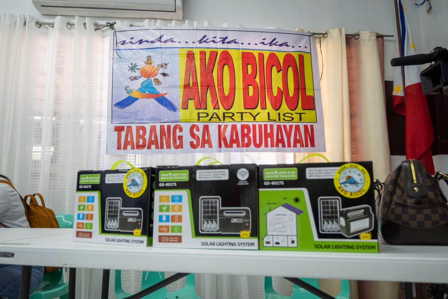 Mga scholars naman ng Ako Bicol PartyList sa Sorsogon ang nakatanggap ng starter toolkits at cash allowance mula sa TESDA.