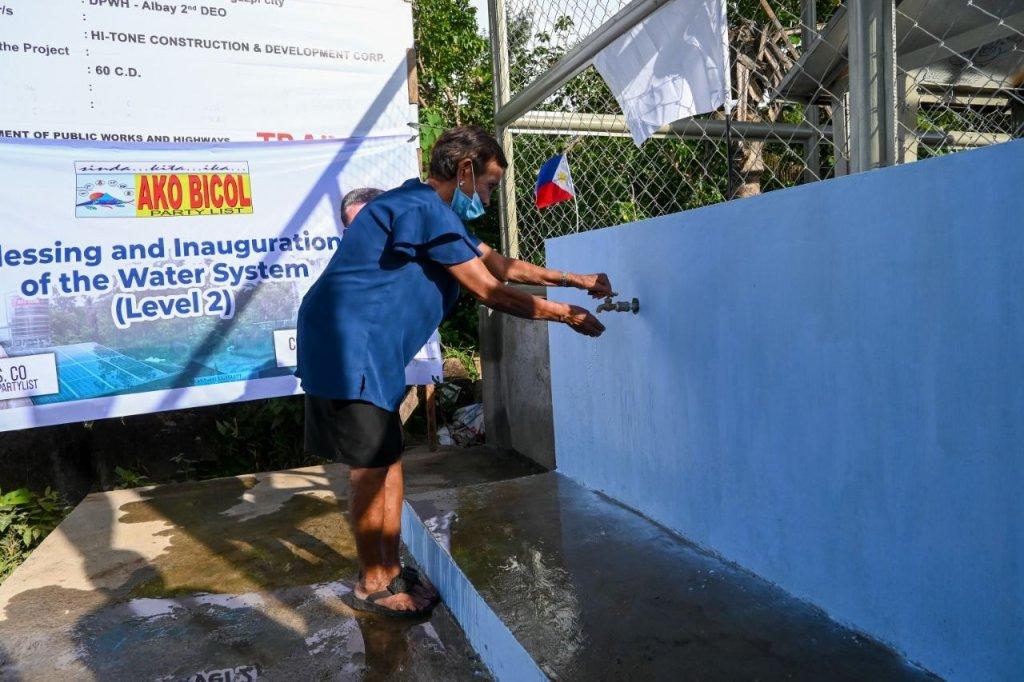 Ang tubig ay buhay! Bilang pagkilala sa kahalagahan ng malinis na tubig sa pang araw-araw na buhay, pinasinayaan ngayon nina Ako Bicol Congressman Zaldy Co at Congressman Alfredo Garbin, Jr. ang tatlong Water Supply System Level II sa siyudad ng Legazpi.