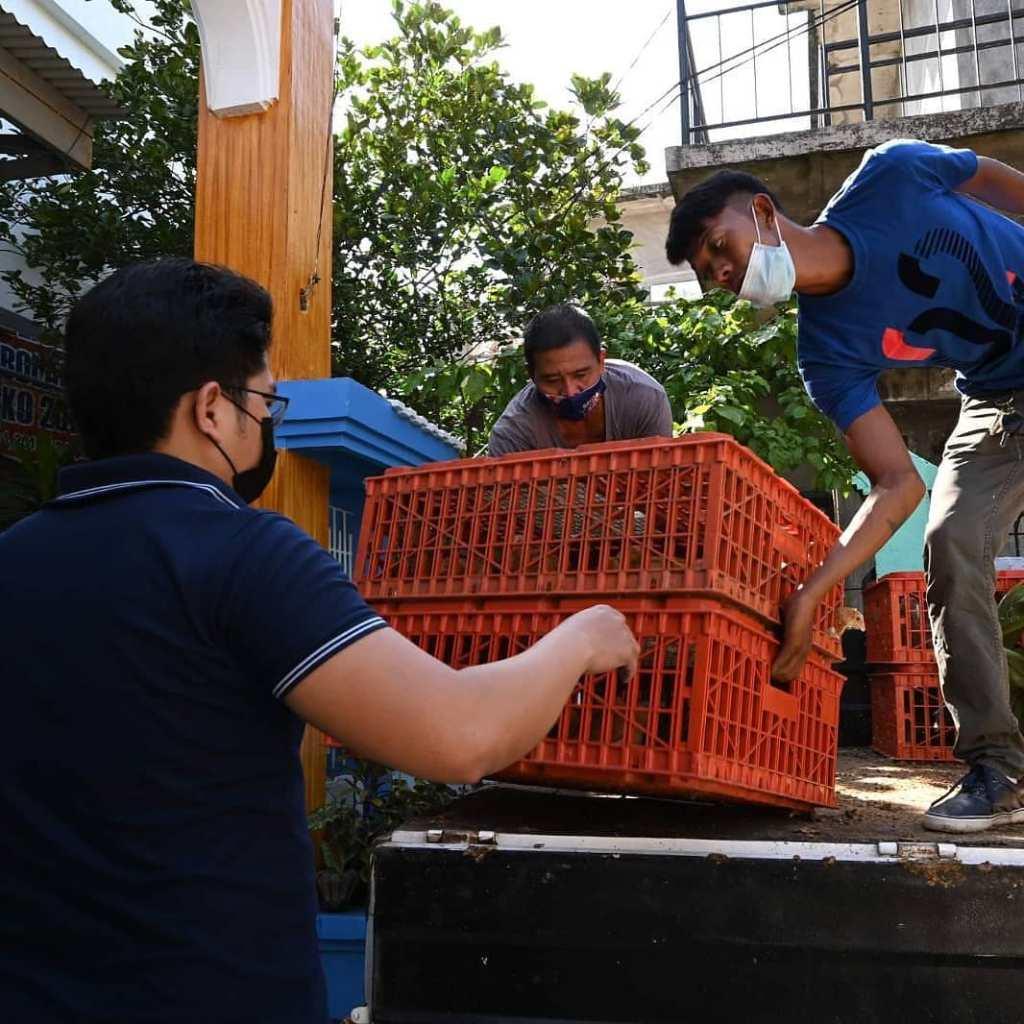 Mahigit 1,500 sisiw at 150 sako ng layered feeds ang ipinamahagi ng Ako Bicol Party-list katuwang ang Department of Agriculture. Ang programa'y bahagi ng Rehab Program for Food Consumption na ginanap sa Puro Covered Court, Legazpi City.