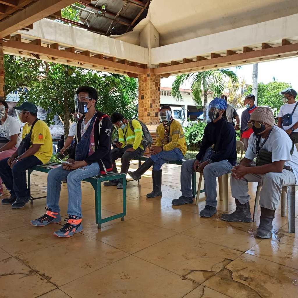 Nakatanggap ng kanilang cash allowance ang 62 scholars ng Ako Bicol Partylist mula sa TESDA na nagtapos sa mga kursong Under Crawler Crane NC II, Heavy Equipment, Hydraulic Excavator NC II.