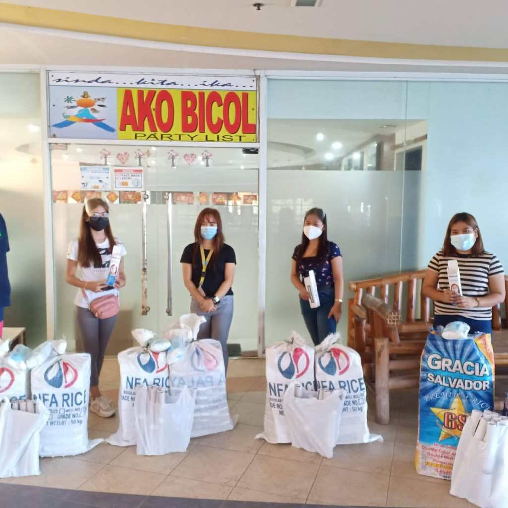 Bilang tulong sa pag-iingat kontra sa COVID-19, namahagi ng faceshields at facemasks sa ilang SK Chairmen sa Legazpi City ang Ako Bicol Party-list sa pangunguna ni Congressman Alfredo A. Garbin, Jr.
