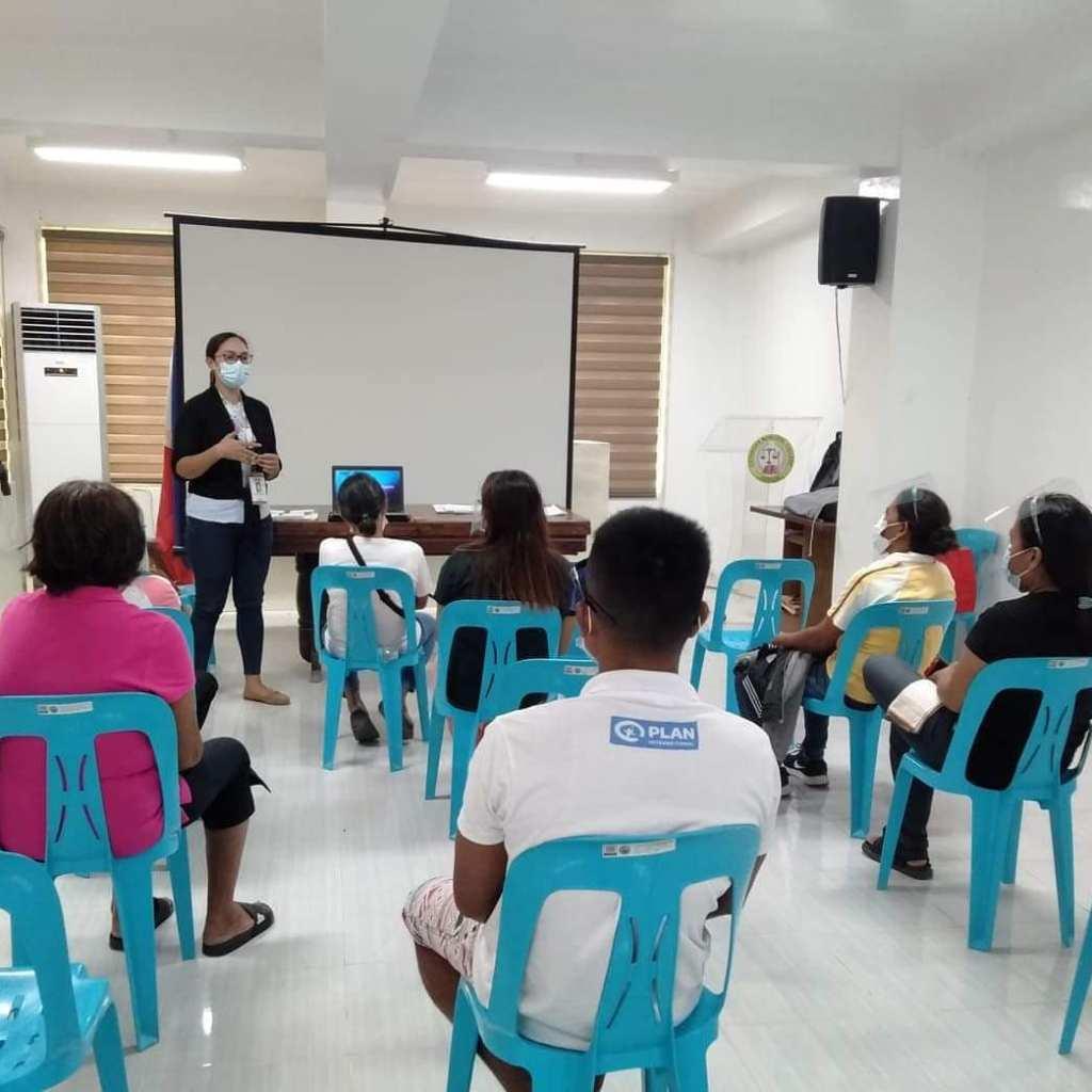 Sumailalim sa Orientation at Ceremonial Signing ng kanilang Project Proposal ang unang grupo ng beneficiaries ng Sustainable Livelihood Program (SLP) sa LGU Cataingan Multi Purpose Hall, Cataingan, Masbate.