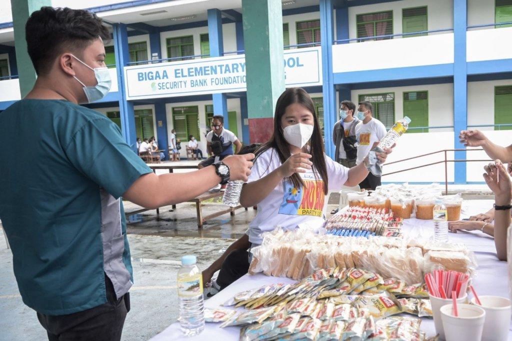 Patuloy ang paglilibot sa Bicol Region ng Healthy Pinas Mobile Health Clinic ni Senator Risa Hontiveros katuwang ang Ako Bicol PartyList. Nitong nakaraang Sabado, mga residente sa hilagang bahagi ng Legazpi ang nahandugan ng libreng eksaminasyon na ginanap sa Barangay Bigaa, Legazpi City.