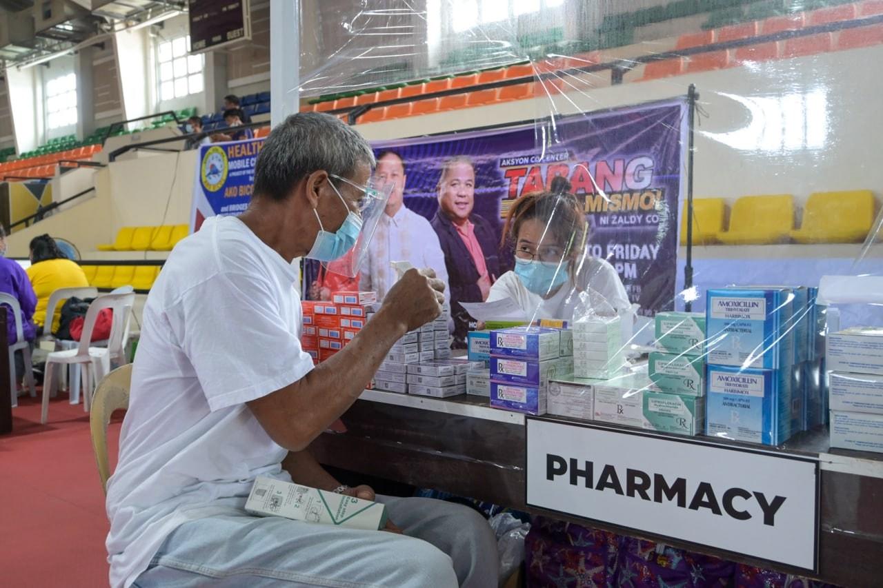 Isinagawa ang Mobile Clinic ngayong Hulyo 13, 2021, sa Ligao Gymnasium, Binatagan, Ligao City. Hatid ng programang Healthy Pinas ang libreng konsultasyon sa doctor at mga lab tests tulad ng X-ray, ultrasound, blood chemistry at ECG.